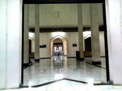 Sudut di salah satu pintu masuk utama Masjid