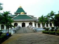 Masjid Al-Azim sentiasa mengalu-alukan para Muslimin dan Muslimat untuk mengunjunginya setiap waktu solat dan program-program lain.