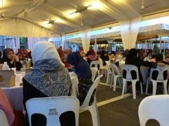 Khemah ruang makan jemaah wanita