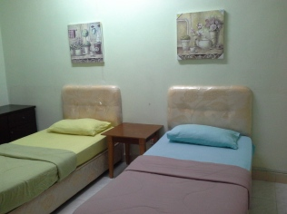 Room 1 - 2 Single Bed @ 1st Floor - Aircond & Ceiling Fan